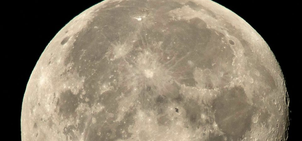 Scientists Claim Moon Shrinking resulting into Moonquakes
